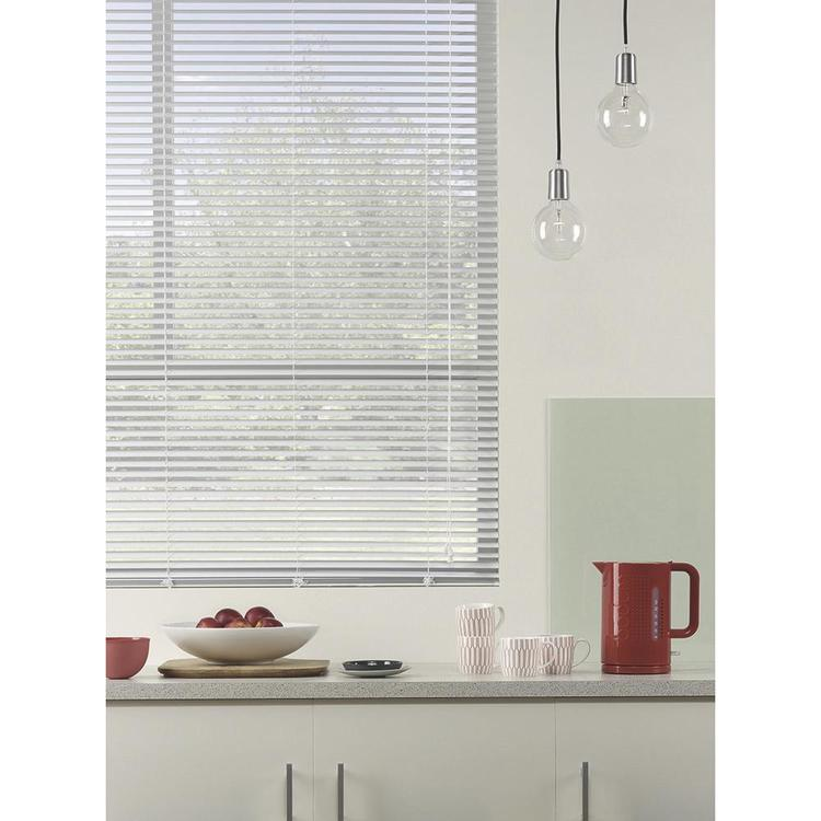 Caprice 25 mm White Aluminium Venetian Blind White