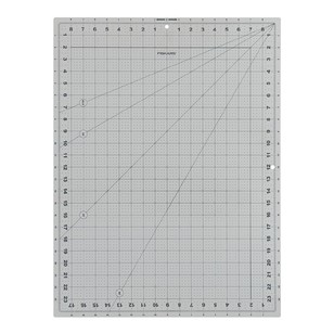 Fiskars DIY Tools 2 Sided Cutting Mat