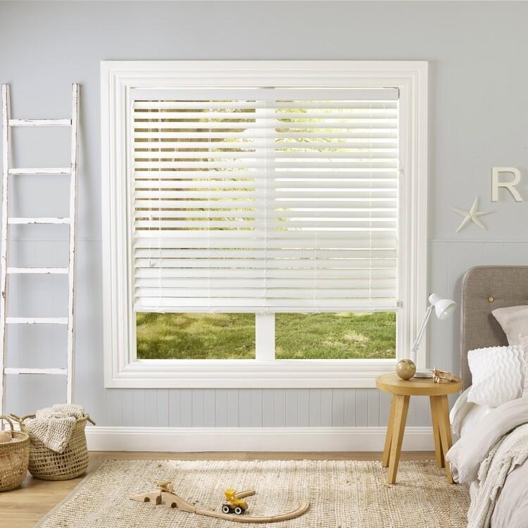 Windowshade 63 mm Slat 150 cm Drop White Faux Wood Venetian Blind
