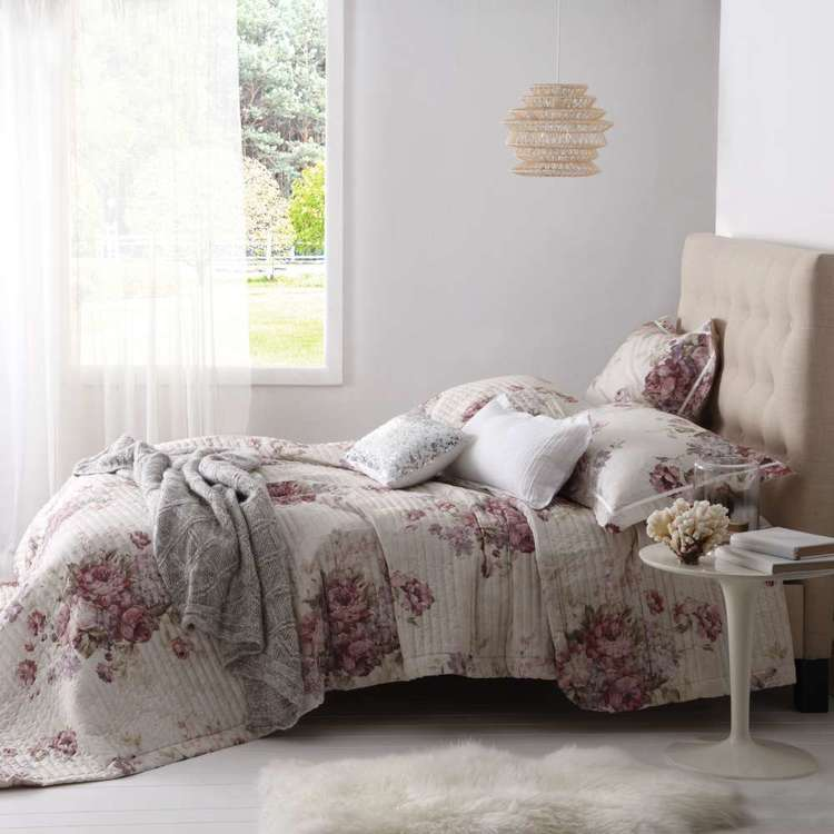 Logan & Mason Garland Quilted Bedspread Rose