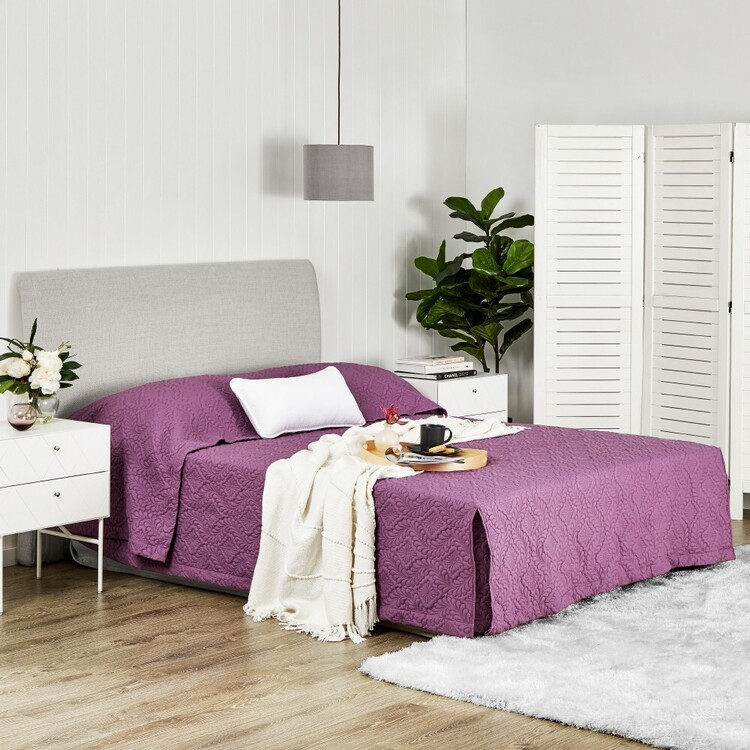 Logan & Mason Regal Quilted Bedspread Plum