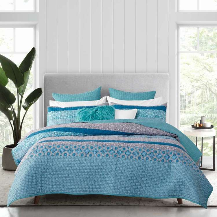 Logan & Mason Cora Quilted Coverlet