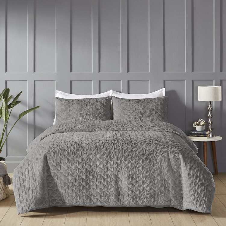 Eminence Scallop Velvet Quilted Quilt Cover Set
