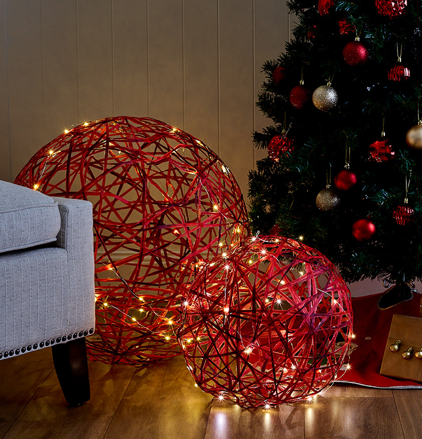 Beach House Giant Raffia Baubles Project