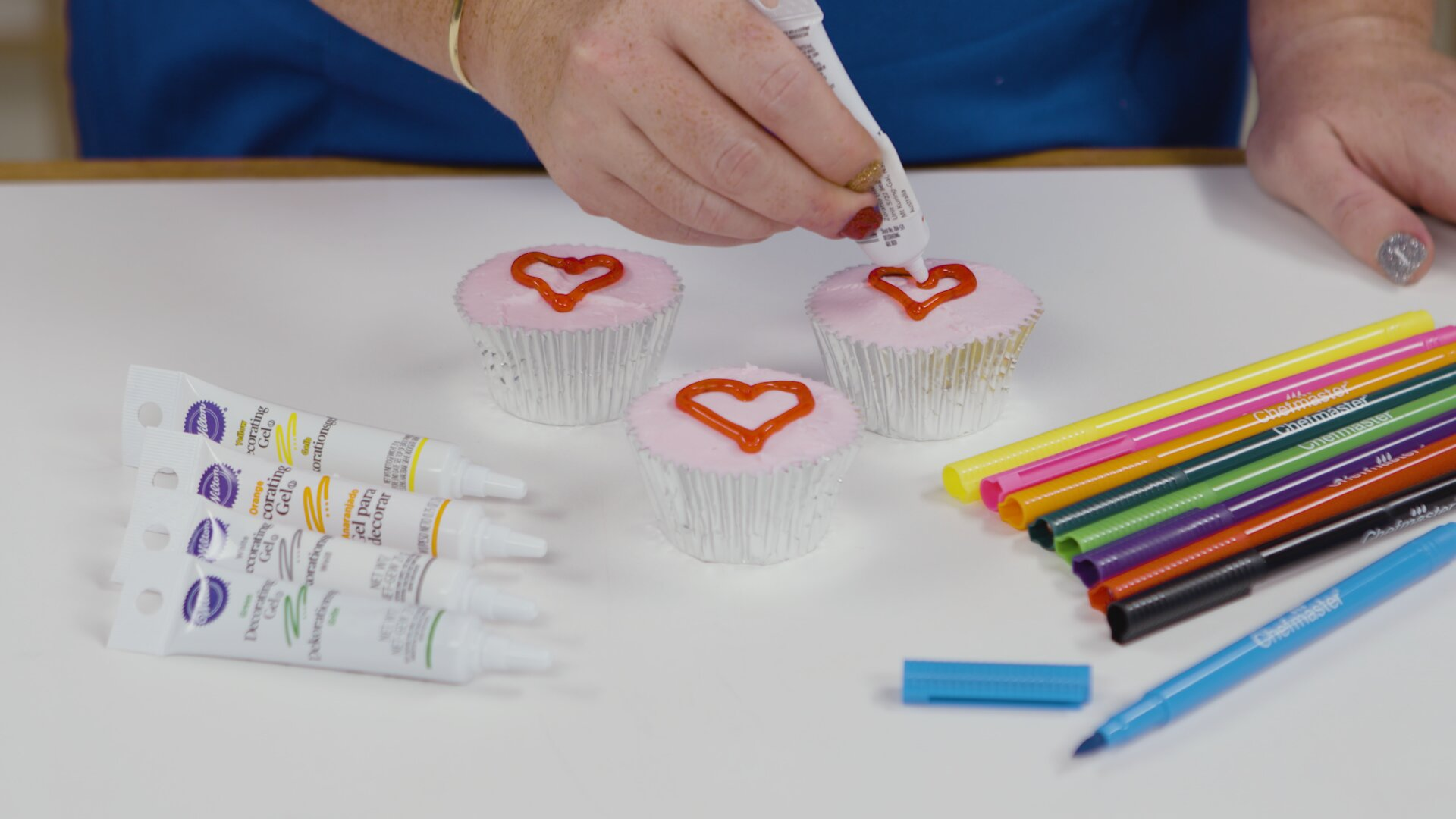 Decorate Your Cakes With Icing