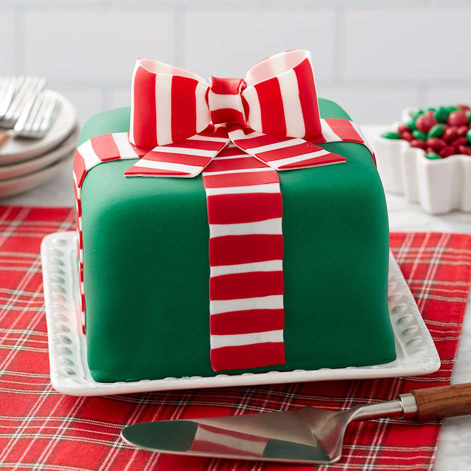 Striped Christmas Gift Cake Project