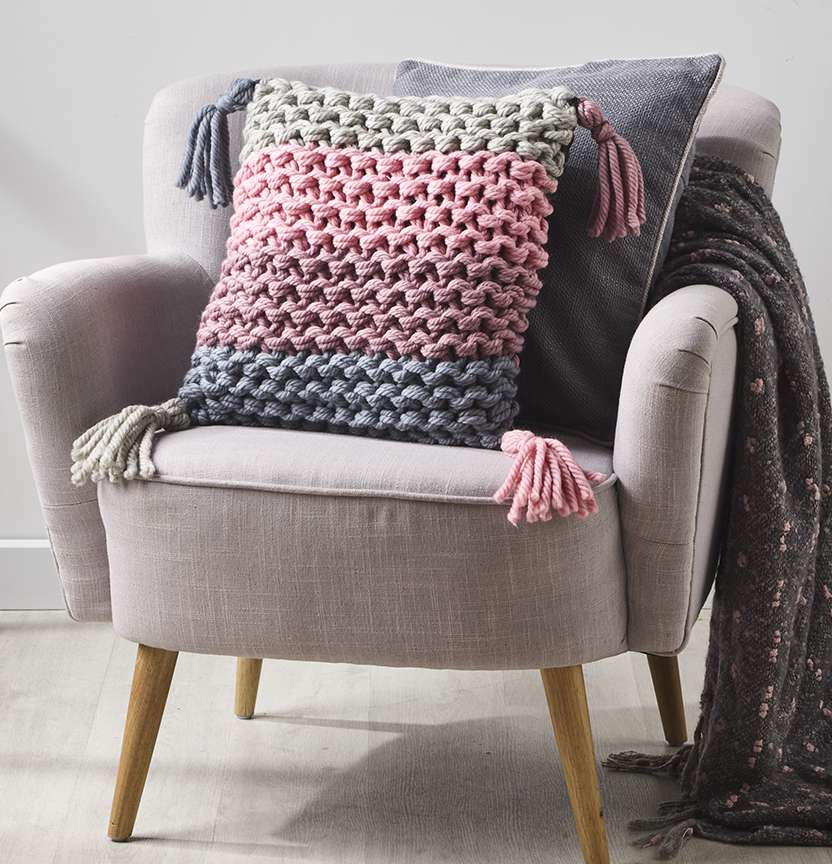 Wonder Wool Tassel Cushion Project